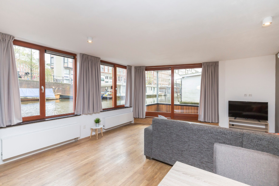 casa galleggiante in affitto hugo de grootkade amsterdam