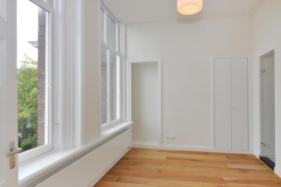 Apartment for rent noordeinde 39 b den haag for 1 750 for 1750 high shower door