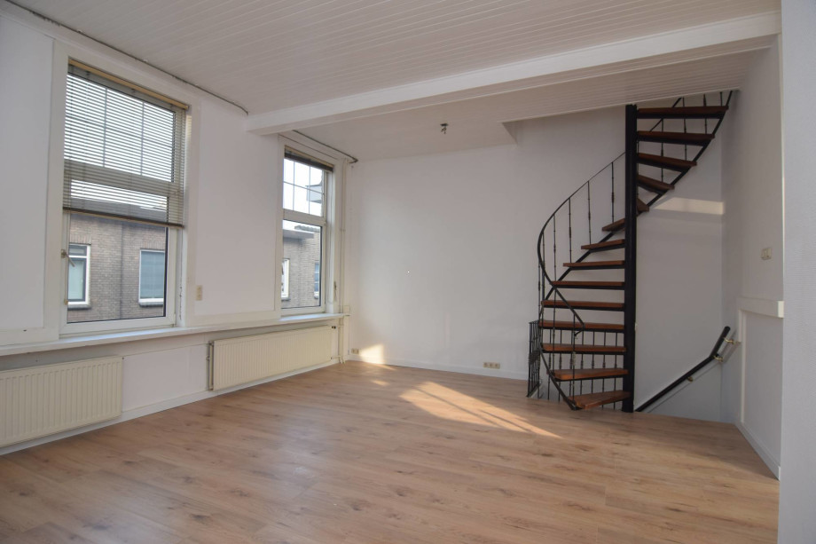 Location appartement breda leistraat prix 1 350 for Location studio meuble a nice