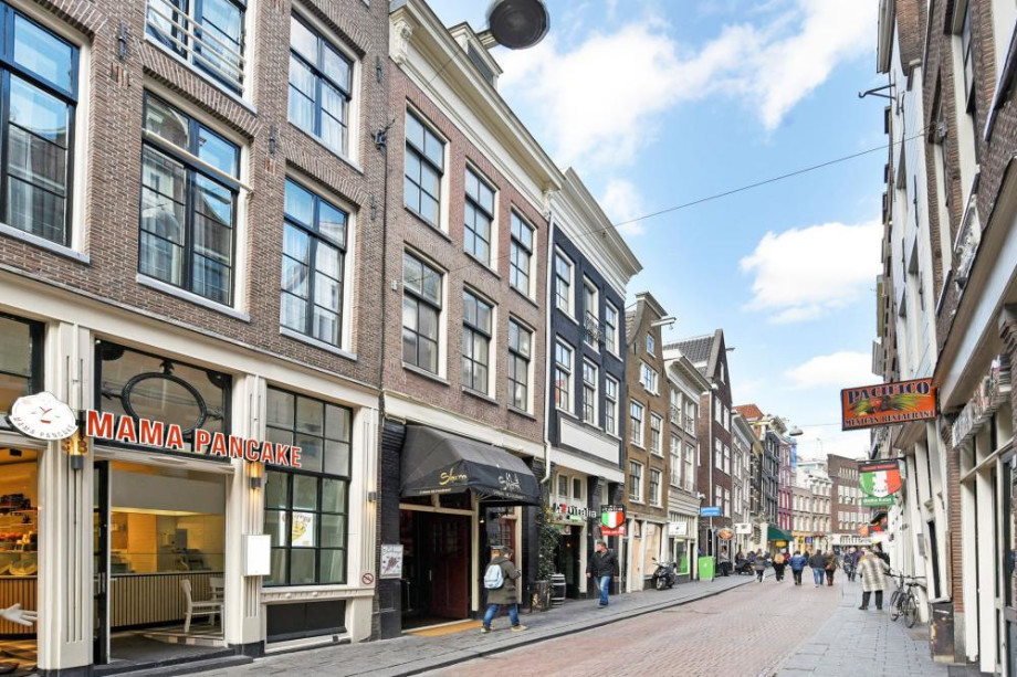 Apartment for rent: Warmoesstraat, Amsterdam for €1,800